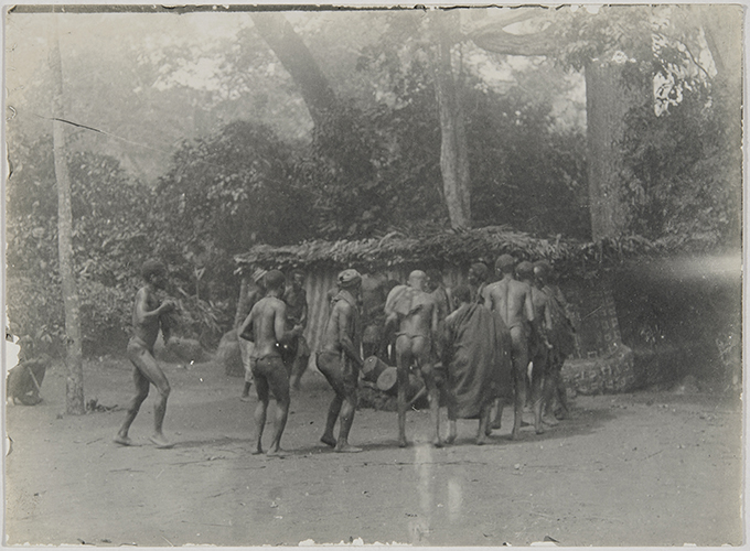 Ogugu ceremony, Agulu, Nigeria. Photograph by Northcote Thomas, 1910-11.