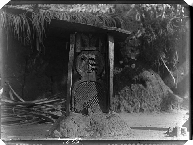 Uwho, Ancestral shrine figure, Nri, photographed by Northcote Thomas, 1909-10.