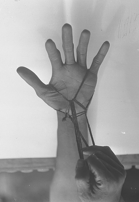 Northcote Thomas photograph, String Game, NWT 2844a