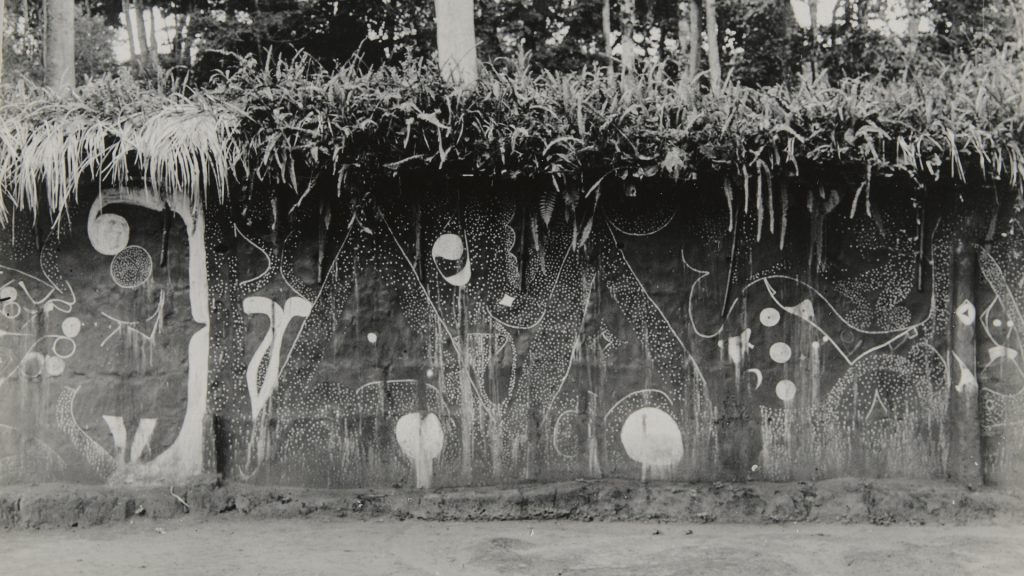 Ngene shrine wall, Nibo, photographed by Northcote Thomas